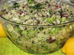 Przepyszna, zdrowa i bardzo szybka do zrobienia sałatka z wyrazistej smakowo rzodkiewki, soczystego jabłuszka i aromatycznego selera naciowego :) Przepis na sałatka z rzodkiewki, jabłka i selera naciowego. Polish Recipes, Healthy Salads, I Foods, Guacamole, Potato Salad, Grilling, Food And Drink, Mexican, Ethnic Recipes