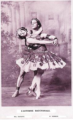 Anna Pavlova and Mikhail Mordkin: The Ballets Russes, 1900 (vogue.it) Ballet beautie ! Anna Pavlova, Ballet Class, Ballet Dancers, Ballerine Vintage, Jazz, Vintage Ballet, George Balanchine, Nureyev, Russian Ballet
