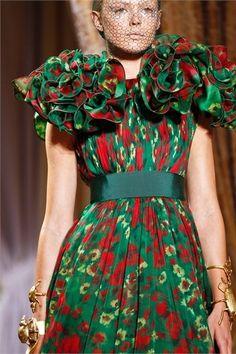 Giambattista Valli - Haute Couture Fall Winter - Shows - Vogue. Next Fashion, Green Fashion, High Fashion, Fashion Show, Fashion Design, Paris Couture, Couture Fashion, Dali, Bijoux Art Nouveau