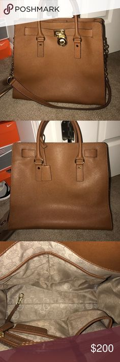 Unused Micheal Kors purse Brand new not used purse, super super stylish, open to trades! Michael Kors Bags Totes