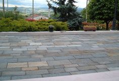 Bodenplatten gemischtfarbig, bruchrau http://gneis.premiumstone.eu/