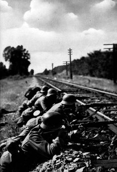 German & Romanian Soldiers fighting together on the Eastern Front, 1942.
