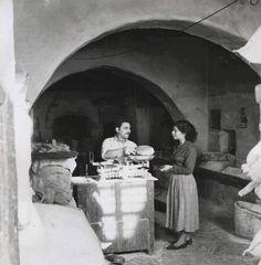 Greece Aegean Sea Bakery Shop Old Times Mykonos Grecia, Mykonos Island, Greece Pictures, Old Pictures, Retro Photography, Greece Photography, Old Time Photos, Greek History, Athens Greece
