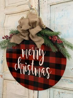 Front Door Christmas Decorations, Christmas Front Doors, Christmas Signs Wood, Christmas Crafts For Gifts, Christmas Projects, Christmas Diy, Rustic Christmas, Christmas Wreaths, Christmas Door Hangers