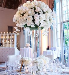 Can't go wrong with a classic look like this! Palm Beach Wedding, All White Wedding, Green Wedding, Wedding Flowers, Wedding Day, Wedding Table Centerpieces, Wedding Reception Decorations, Wedding Furniture, Event Styling