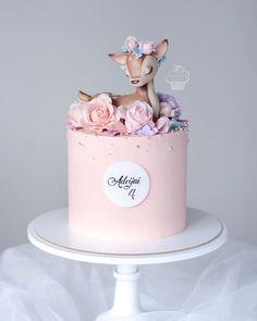 Cupcakes, Cupcake Cakes, Mini Cakes, Cake Designs For Girl, Twin Birthday Cakes, Teen Birthday, Rodjendanske Torte, Woodland Cake, Baby Girl Cakes