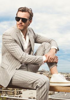 Effortless style : Chilling out in a suit
