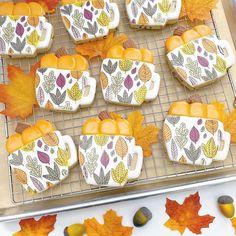 Thanksgiving Cookies, Fall Cookies, Iced Cookies, Cookies Et Biscuits, Sugar Cookies, Christmas Cookies, Cookie Frosting, Royal Icing Cookies, Fish Wrap