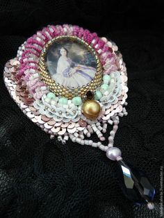Cameo Necklace, Beaded Brooch, Bead Crafts, Beaded Embroidery, Beadwork, Ol, Brooches, Beads, Pendant