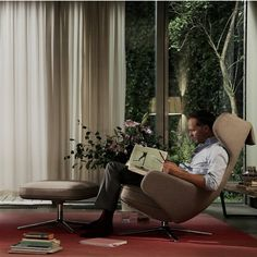Vitra Grand Repos Stoel & Ottoman Soft Light Onderstel kopen? Bestel bij fonQ.nl