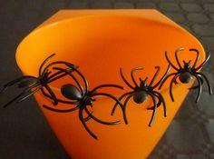 Araignées noires en plastique avec anneau. : Fête et Déguisement par laboiteabijouxnanny