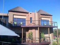 Elrido Lodge - Elrido Guest Lodge is an upmarket bed and breakfast establishment, situated on the corner of Lucas Steyn and Ray Champion Drive in Heuwelsig, Bloemfontein. With its beautiful exterior design, boasting ... #weekendgetaways #bloemfontein #southafrica