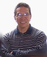 """Julio Carmona (Chiclayo, 1945) es licenciado en Literatura, y magíster en Educación con mención en Gestión Pedagógica. En 1975 obtuvo el Premio Poeta Joven del Perú por """"A orillas del mar"""""""