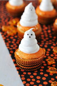 Boo cakes