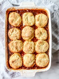 spicy chicken chili with pumpkin beer biscuits I howsweeteats.com