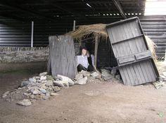 Vila da Fome Doagh. Condições de vida de camponeses e população em geral, durante a Grande Fome da Irlanda (1845 - 1849). As condições de vida não eram melhores do que o atual terceiro mundo.  Fotografia: Kenneth Allen.