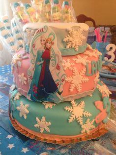 Mas de la tarta Fondant del cumpleaños de Laura y Valentina, De las manos de Sonia de Panaderia Gaspar en Marbella