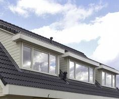 Dakkapellen zijn er in kunststof en in hout. Welke dakkapel kiest u?