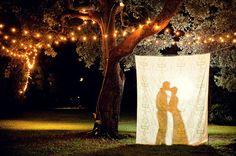 romantisch Hochzeit Fotograf mit dekretierte Lichter und Kerzen  Inspiration für die 20er Jahre Vintage Hochzeit