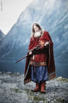 Early Viking kings did not have as much power as they would have liked, but they were more important than Jarls and Karls.