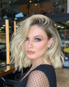 Medium Length Blonde, Medium Length Hair Cuts With Layers, Medium Hair Cuts, Medium Hair Styles, Curly Hair Styles, Short Blonde Haircuts, Medium Layered Haircuts, Haircuts For Fine Hair, Hairstyles Haircuts
