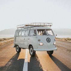 Volkswagen campers van vw bus 59 ideas for 2019 Volkswagen Bus, Vw T1, Volkswagen Thing, Vw Kombi Van, Volkswagen Transporter, Vans Vw, Vw Caravan, Bus Camper, Camper Life