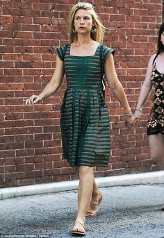 831406b92e9a Claire Danes steps out looking summertime chic in patterned frock