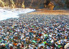 Glass Beach (Glass Beach, Fort Bragg, California, USA).