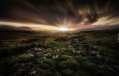 Anglia, Hrabstwo North Yorkshire, Park Narodowy Yorkshire Dales, Dolina Ribblesdale, Wiadukt Ribblehead, Zachód słońca, Most