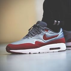 Nike Air Max 1 Ultra Moire Metallic Cool Grey/Gym Red #sneakers #sneakernews
