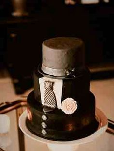 Cool tuxedo groom's cake.  The top tier is a top hat.  And it's incredibly realistic.  What a great idea.
