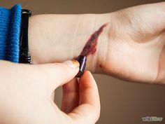 How to Make Fake Cuts Using Makeup: 6 Steps (with Pictures)