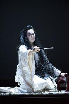 opera öngyilkosság