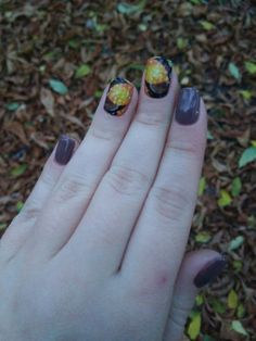 Autumn manicure)) October and leaves