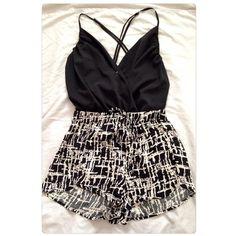 HPBlack & Tan Print Loose Shorts NO TRADES NWT size medium Shorts