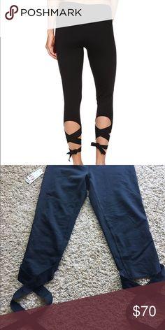 Manduka Flux Leggings in Black Manduka Flux Leggings in black. Awesome tie up pants! Manduka Pants Leggings