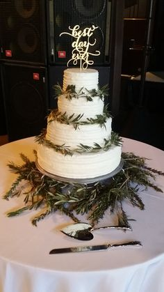 This simple cake was raised up a few notches simply by adding greenery! Happy Days Lodge.