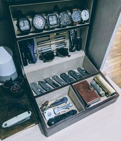"""I dig this version. Ive been asked a few times, what do you store your """"EDC"""" gear in. Here ya go! Edc Tactical, Tactical Wall, Edc Gadgets, Men Closet, Edc Everyday Carry, Edc Carry, Vide Poche, Edc Knife, Edc Tools"""