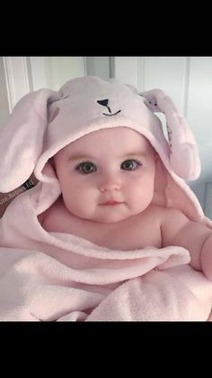 ideas funny baby girl pictures faces for 2019 Cute Baby Boy Photos, Cute Kids Pics, Cute Little Baby Girl, Cute Baby Videos, Baby Kind, Little Baby Picture, Baby Boy Pictures, Beautiful Baby Girl, Funny Baby Faces