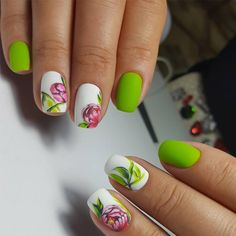 Green nails are pleasing to look at. Also, they have the calming ability. So, if you feel anxious, just look at your nature-colored nails!