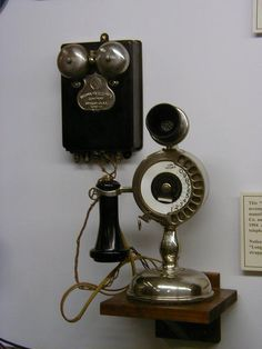 http://www.telephonetribute.com/images/wally_tubbs/strowger2.jpg