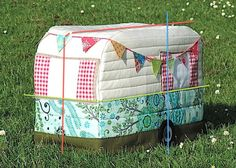 Rainbow Hare Quilts: Vintage Caravan Sewing Machine Cover - Adjusting the Pattern