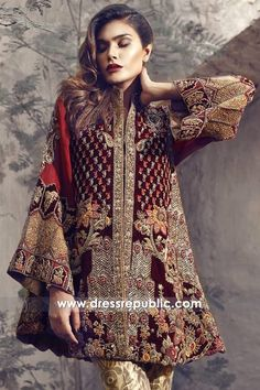 67 Ideas Fashion Dresses Indian Pakistani Bridal For 2019 Pakistani Formal Dresses, Pakistani Wedding Outfits, Pakistani Dress Design, Indian Dresses, Indian Outfits, Pakistani Bridal Couture, Velvet Dress Designs, Design Textile, Pakistan Fashion