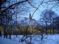 Schule in Englschalking. Zu meiner Zeit 'Volksschule an der Ostpreussenstr.', früher 'Tannenberg-Schule'  http://de.wikipedia.org/wiki/Englschalking