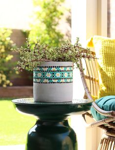 Bring the dot painting trend to your outdoor spaces with this fun DIY Dot Painted Planter! Learn how to make your own cute planter with this step-by-step video tutorial. Mosaic Planters, Concrete Planters, Diy Planters, Mosaic Tiles, Homemade Furniture, Homemade Home Decor, Penny Tile Floors, Mosaic Flowers, Porch Decorating