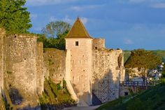 Free and family outings in the Ile-de-France - Damsels, squires, pass through the ramparts of the medieval city of  Provins! World Heritage of UNESCO, the city appears as a real open air museum where dungeons rub shoulders with tithe barns, collegiate and mysterious underground.