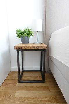 DIY bedside table yourself in industrial design DIY bedside table yourself in industrial design DIY Nachttisch selber bauen aus alten Holzbohlen Diy Design, Design Table, Design Ideas, Creative Design, Industrial Home Design, Industrial Table, Diy Casa, Diy Décoration, Diy Furniture