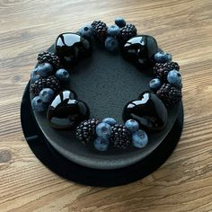 47 Ideas birthday cake black desserts for 2019 Fancy Cakes, Cute Cakes, Pretty Cakes, Beautiful Cakes, Amazing Cakes, Black Dessert, Bolo Cake, Cakes For Men, Drip Cakes