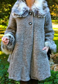 Fashion and Style Blog / Blog de Moda . Post: New coat / Nuevo abrigo .More pictures on/ Más fotos en : http://www.ohmylooks.com/?p=25670 .Llevo/I wear: Coat/Abrigo : Oh My Looks Shop (info@ohmylooks.com) ; Bag/Bolso : Chanel ; Sunglasses/Gafas de sol : Naverick (via Navarro óptico) ; Shoes/ Zapatos : Pilar Burgos (New collection)