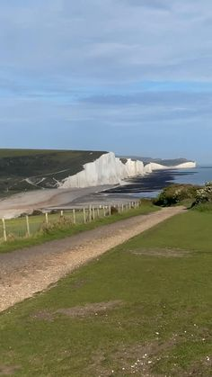 Top Things to do in Seven Sisters England, everything you'll need to visit the Seven Sisters Cliffs in South Downs. Including Beachy Head, Seaford Head, Birliing Gap and more. Seven Sisters Cliffs Walks, Seven Sisters Cliffs Walking Route, Pebble Beach, Seven Sisters Cliffs Photography. Best day trips from London. Day trips from London by train, UK road trip, England Road Road trip, UK Staycation ideas, London Travel Blog, Dublin Travel, Scotland Travel Guide, Europe Travel Guide, Seaford Head, Uk And Ie Destinations, Day Trips From London, By Train, Pebble Beach